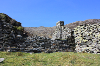 Derelict quarrymen's buildings at the foot of Carnedd Moel Siabod